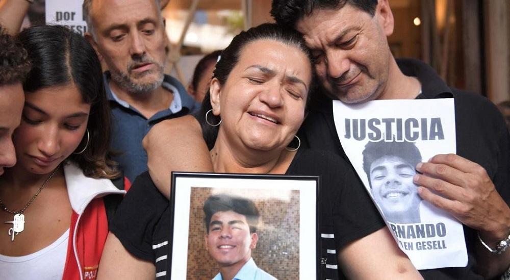"""El crimende Fernando Báez Sosa: los otros presos les gritan """"asesinos"""" a los rugbiers"""