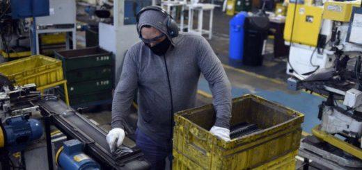 La actividad económica se desplomó 11,5% interanual en marzo, primer mes de cuarentena
