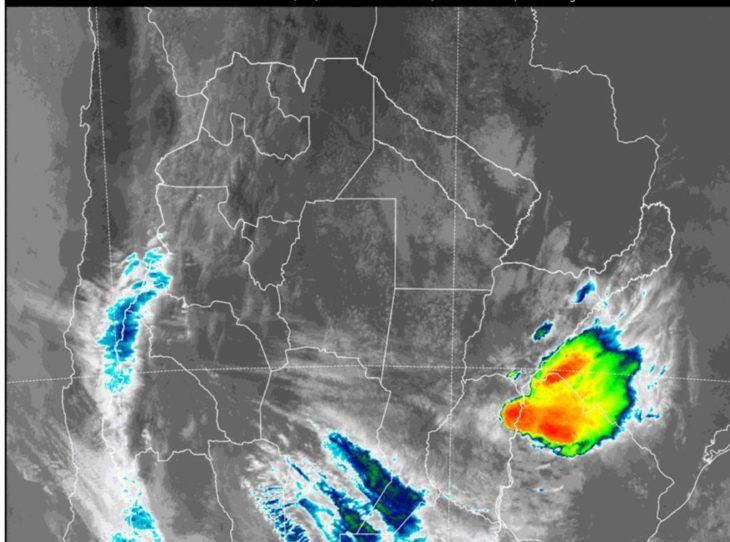 Se acerca a Misiones una fuerte tormenta y frente frío que además de lluvias traerá un marcado descenso de la temperatura