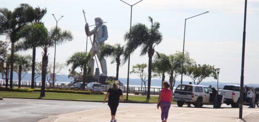 Más de 1.500 mayores de 60 años disfrutaron de la prueba piloto de las caminatas recreativas en Posadas, con respeto por el protocolo
