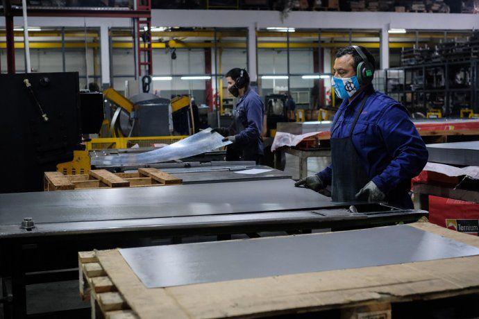 La industria cayó 13,9% en marzo