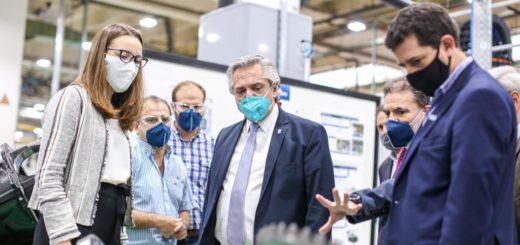 Coronavirus: el Presidente inauguró obras y recorrió un hospital modular y una fábrica de autopartes en Tucumán