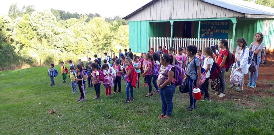 """Distintas escuelas de Misiones se unen para realizar un """"acto virtual"""" para conmemorar el 25 de mayo"""