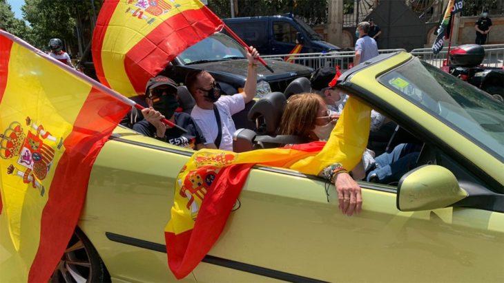 España: inédita caravana ultraderechista contra el gobierno por la gestión del coronavirus
