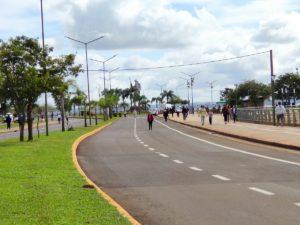 """El gobernador Herrera Ahuad se sumó a la """"caminata recreativa"""" autorizada este domingo en la Costanera de Posadas"""