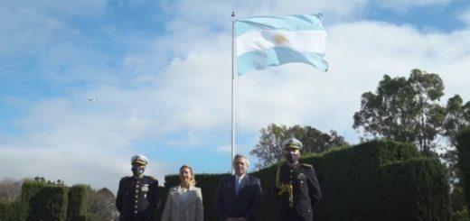 25 de mayo: Alberto Fernández encabezó el izamiento de la bandera argentina en la residencia de Olivos