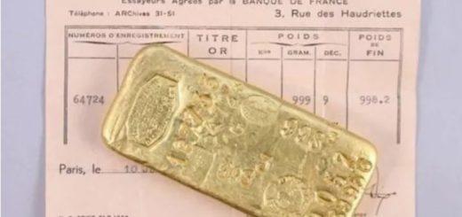 Dos niños fueron a la casa de su abuela fallecida y encontraron lingotes de oro