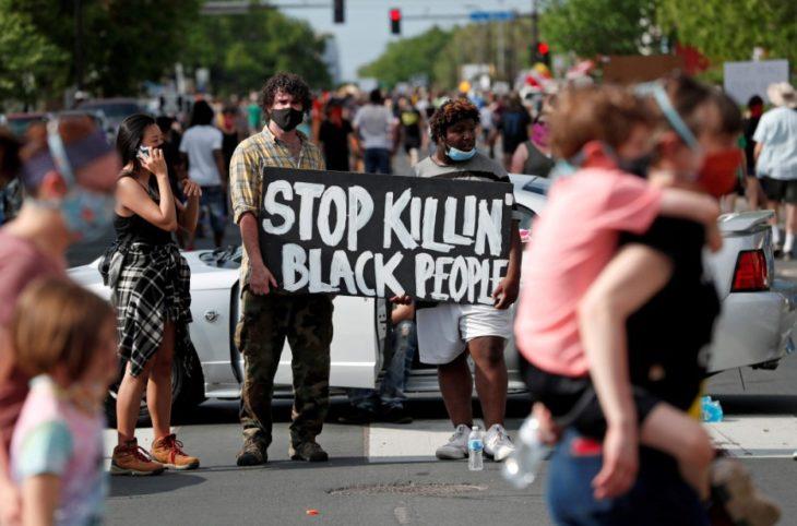 «Lo mataron»: conmoción en EEUU por la muerte de un ciudadano negro durante una brutal detención policial
