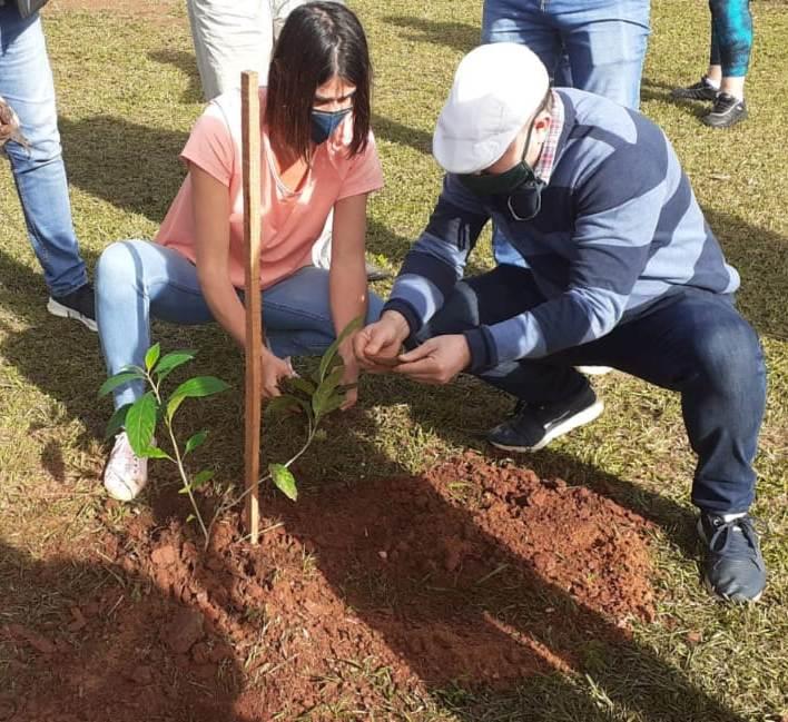 """""""Deja tu huella, planta un pulmón"""", el nuevo programa provincial de arborización urbana con especies nativas se lanzó este sábado"""