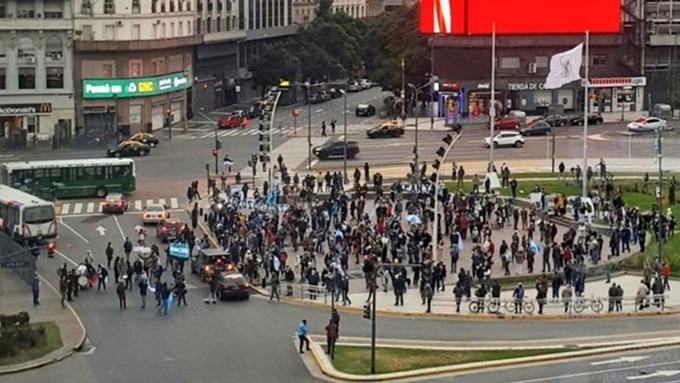 Protestas contra la cuarentena en distintos puntos del país