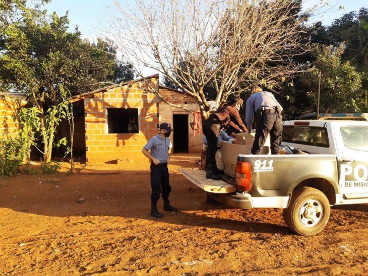 Familias carenciadas de Jardín América recibieron donaciones de la Policía