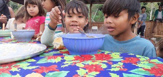 Héroes cotidianos: prepararon un locro para compartir en la aldea mbya guaraní Jasy Porā de Iguazú