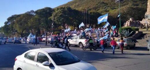 """""""Banderazo"""" contra la expropiación de Vicentin en distintos puntos del país"""