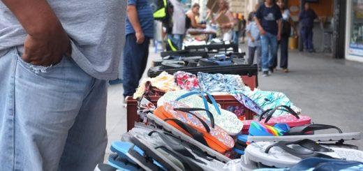 """""""A ver si se animan a clausurarnos"""": vendedores de la vía pública en Posadas desafían la cuarentena"""