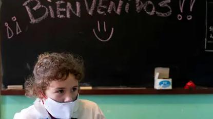 Miles de estudiantes uruguayos volvieron a clases