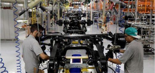 La industria cayó 33,5% en abril