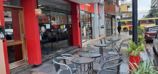 El segundo día de la habilitación de restaurantes, bares y cafés en Posadas se vio opacado por el mal tiempo