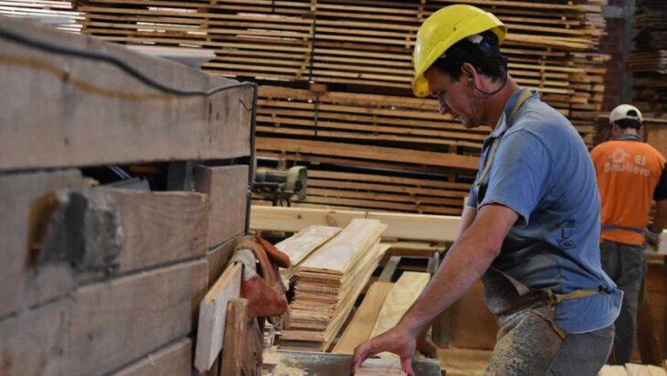 Por la crisis y efectos de la cuarentena en abril se perdieron unos 50 mil empleos privados