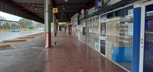 #Coronavirus: el desolador panorama de la Terminal de Ómnibus de Posadas que espera por el regreso de los colectivos y su universo en torno a los viajes