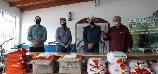 El INYM entregó indumentaria para tareferos de Andresito y colonias vecinas