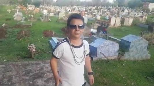 """Una madre escrachó a """"El Mismísimo"""" por hacer un video burlándose de la tumba de su hijo"""