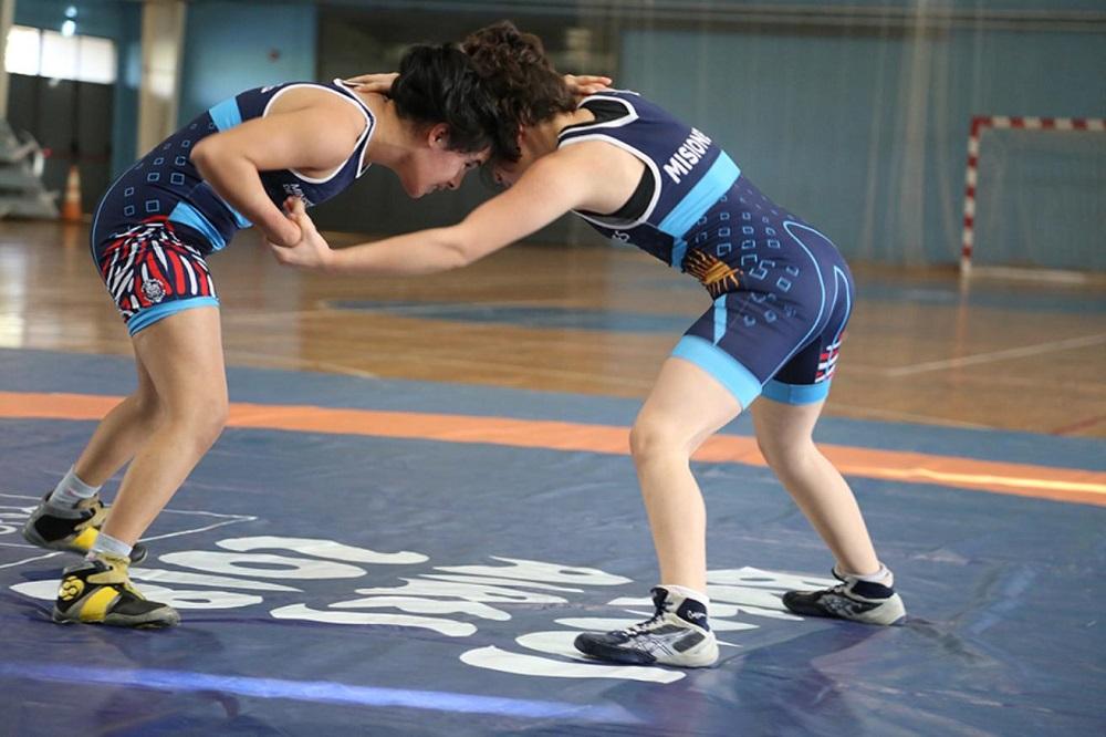 La Lucha Olímpica entrena en el CePARD bajo la mirada del entrenador Adrián Báez