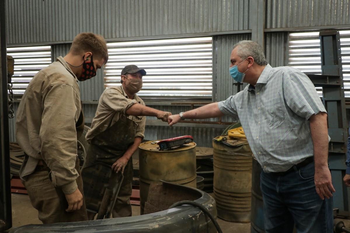 """Passalacqua visitó la planta de Metalúrgica Alem y destacó que """"los misioneros empujamos las dificultades con trabajo y esperanza"""""""