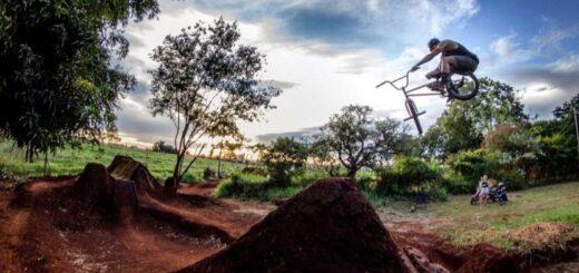 """""""La pista dirt es un sueño cumplido"""", mencionó Christian Feltan creador del único circuito para los bikers de la provincia"""