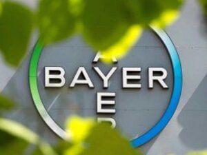 """EEUU: Bayer asumirá costos millonarios tras acuerdo para resolver """"importantes litigios"""" de víctimas de su herbicida de Roundup de Monsanto"""