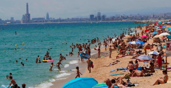 Coronavirus en España: luego de 98 días reabren aeropuertos y las playas se llenan de turistas
