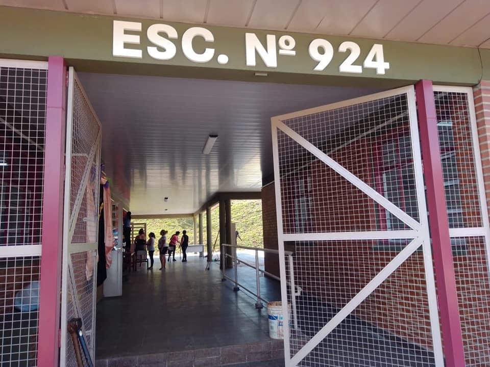 Educando con el ejemplo: la escuela N°924 de San Pedro festejó su noveno aniversario plantando árboles nativos en la nueva sede