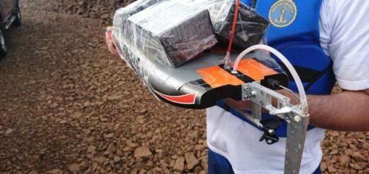 Contrabandistas paraguayos usaban una lancha a control remoto para pasar celulares por la frontera