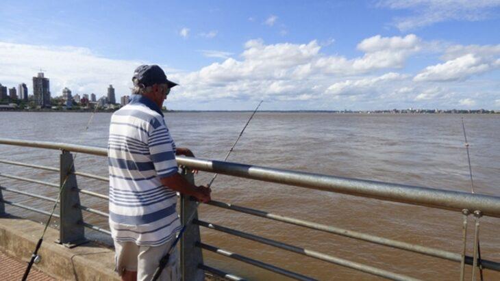 Habilitaron la pesca deportiva en Posadas en cuatro puntos de la costa del Paraná