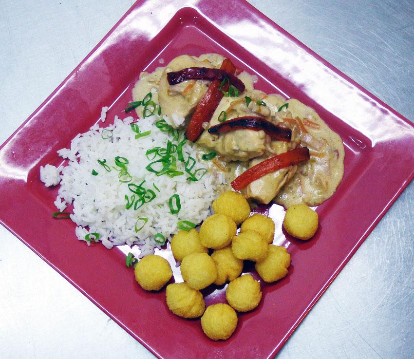 Conocé la exquisita receta francesa que nos enseña a preparar Chef Urbano hoy: Fricassée de pollo con arroz y papas noisette