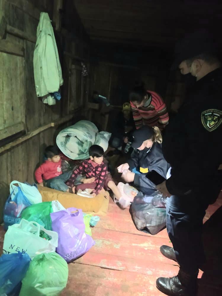 La Policía brindó asistencia a una familia que quedó a la intemperie luego del temporal