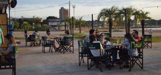 Un bar de la Costanera de Posadas abrió sus puertas acorde al protocolo vigente pero la alta concurrencia generó polémica