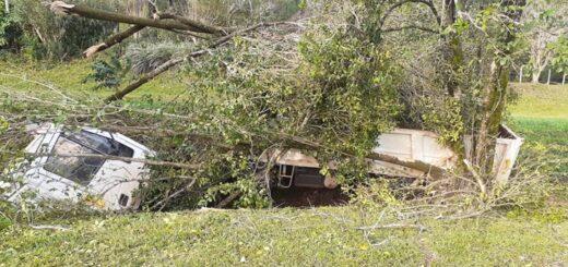 San José: un camión despistó cuando regresaba de Apóstoles y sus dos ocupantes debieron ser hospitalizados