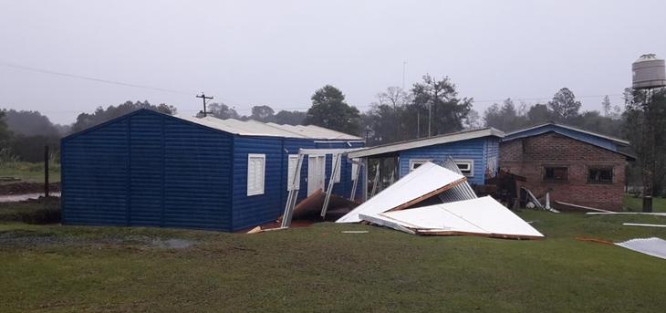 Una fuerte tormenta causó inundaciones y destrozos en la zona Centro de Misiones