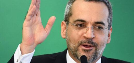 Bolsonaro echó al ministro de Educación