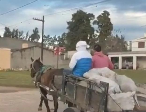 El Chino Maidana, que acumula millones de dólares, vende leña por las calles de Margarita