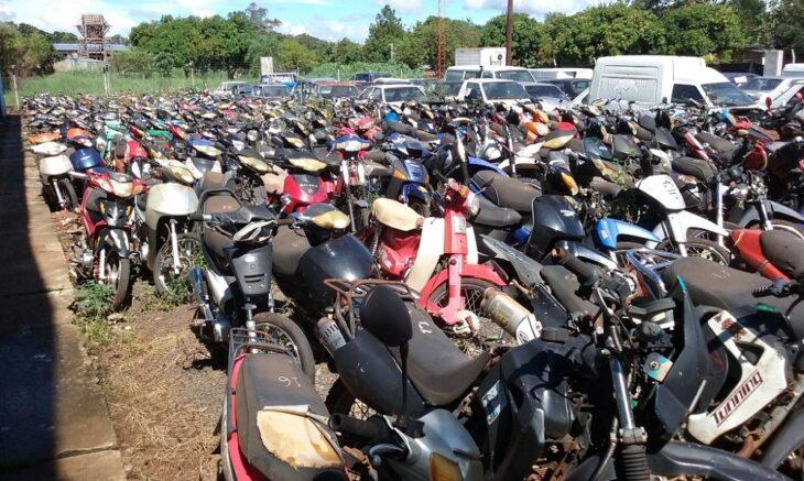 """Compactarán unas 1500 motos que están en el corralón municipal de Posadas """"y la idea es que toda la chatarra se ubique fuera de la provincia"""", anticipó Stelatto"""