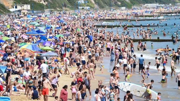 Desborde en las playas de Reino Unido por la ola de calor en plena pandemia