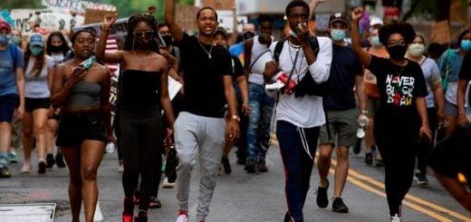 Otro caso de abuso policial en EEUU: agentes mataron a tiros a un joven afroamericano
