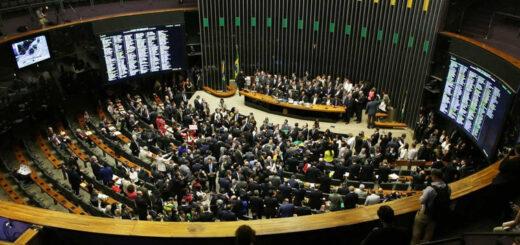 Bolsonaro logró el aval del Congreso para reducir la jornada laboral y los salarios en Brasil