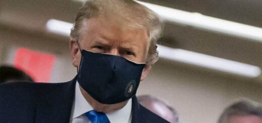 Donald Trump se mostró por primera vez desde el inicio de la pandemia con un barbijo en público
