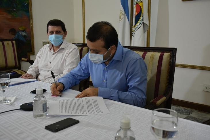 El Gobierno de Misiones firmó un convenio que permitirá importantes obras de agua potable y saneamiento en distintos municipios