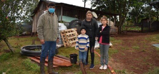 Una familia de agricultores de Misiones cobró el IFE y decidió invertir en un invernáculo para tener plantines de yerba mate