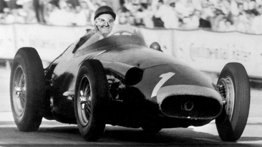 Juan Manuel Fangio, a 25 años del paso a la inmortalidad de una leyenda