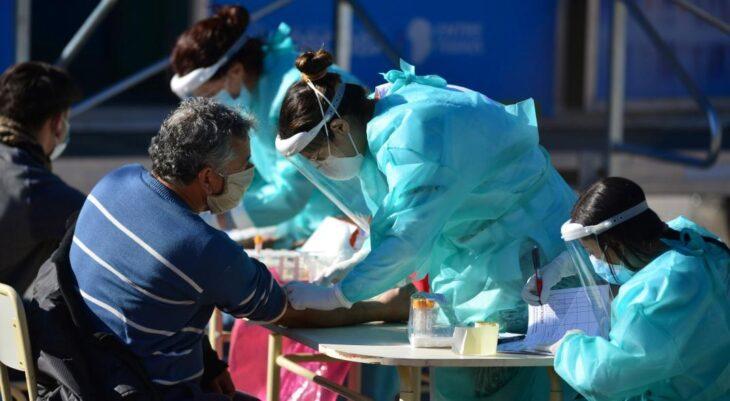Coronavirus: Córdoba da marcha atrás y vuelven las restricciones tras el desborde de las reuniones familiares