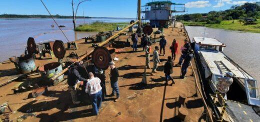 Paraguay: autoridades verificaron el riesgo ambiental de barco varado con aceite vegetal y emplazaron al dueño a retirarlo ante un posible desastre ecológico en Itapúa